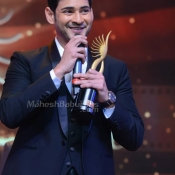 maheshbabu-at-iifa-utsavam-photos (28)