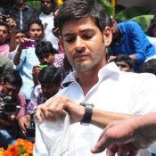 maheshbabu-at-naresh-son-movie-opening (4)