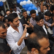 maheshbabu-at-univercell-showroom-opening-18